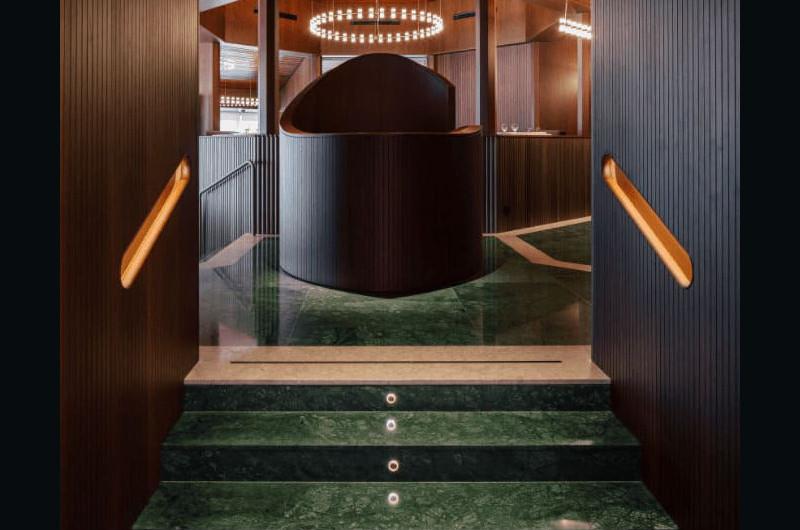 Suelo y escaleras piedra verde Mallebrera